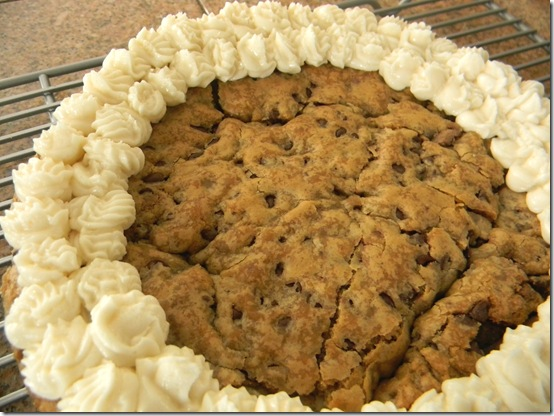 Chocolate Chip Cookie Pie www.happywifehealthylife.com