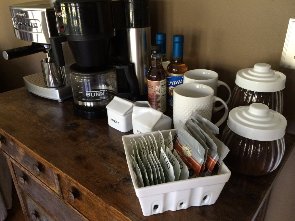 Diy coffee bar at home for Coffee bar design ideas